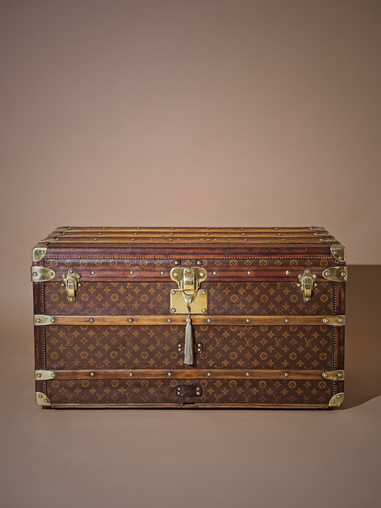 the-well-traveled-trunk-louis-vuitton-thumbnail-product-5725-1