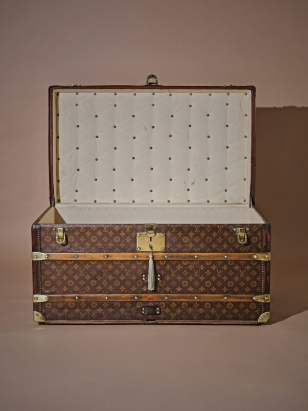 the-well-traveled-trunk-louis-vuitton-thumbnail-product-5725-2