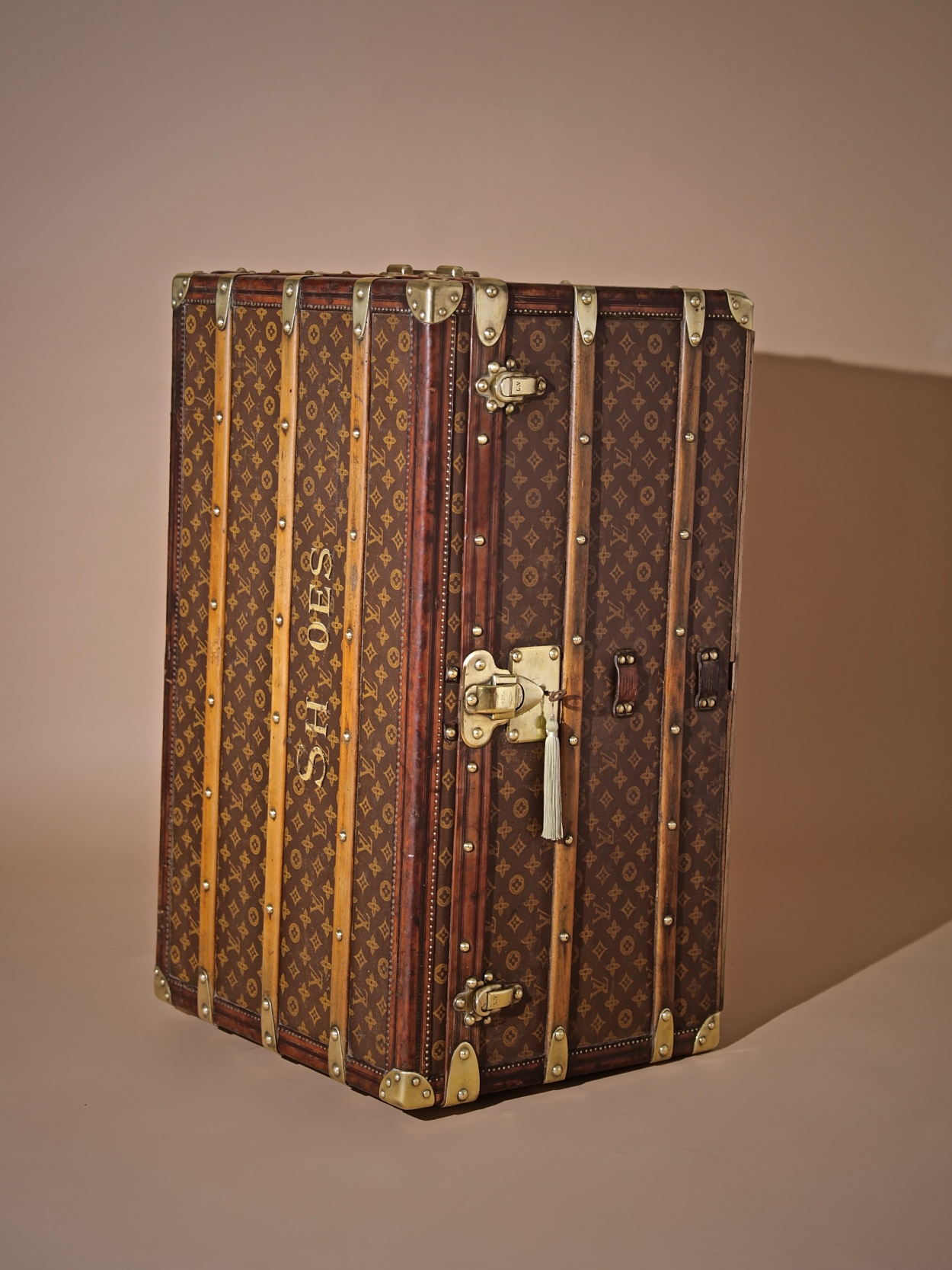 well-traveled-trunk-louis-vuitton-thumbnail-product-5725-3