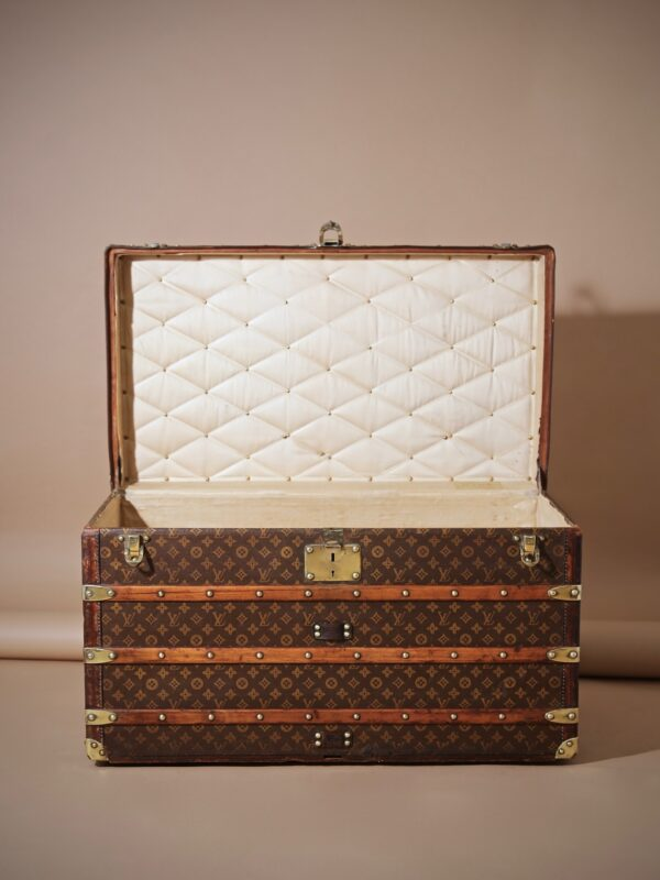 well-traveled-trunk-louis-vuitton-thumbnail-product-5725-2