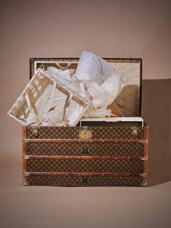 the-well-traveled-trunk-louis-vuitton-thumbnail-product-5726-2
