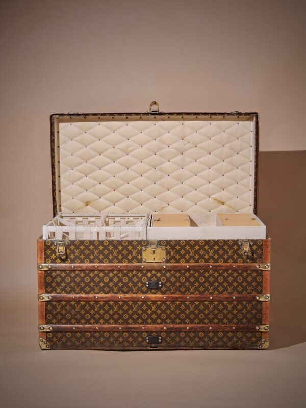the-well-traveled-trunk-louis-vuitton-thumbnail-product-5726-3
