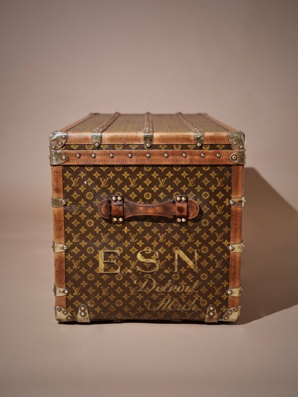 the-well-traveled-trunk-louis-vuitton-thumbnail-product-5726-5