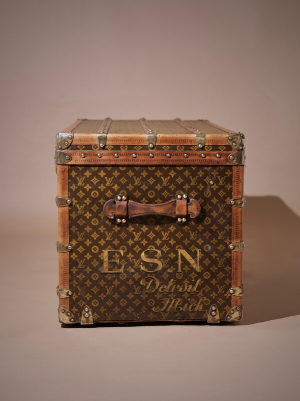 the-well-traveled-trunk-louis-vuitton-thumbnail-product-5726-6