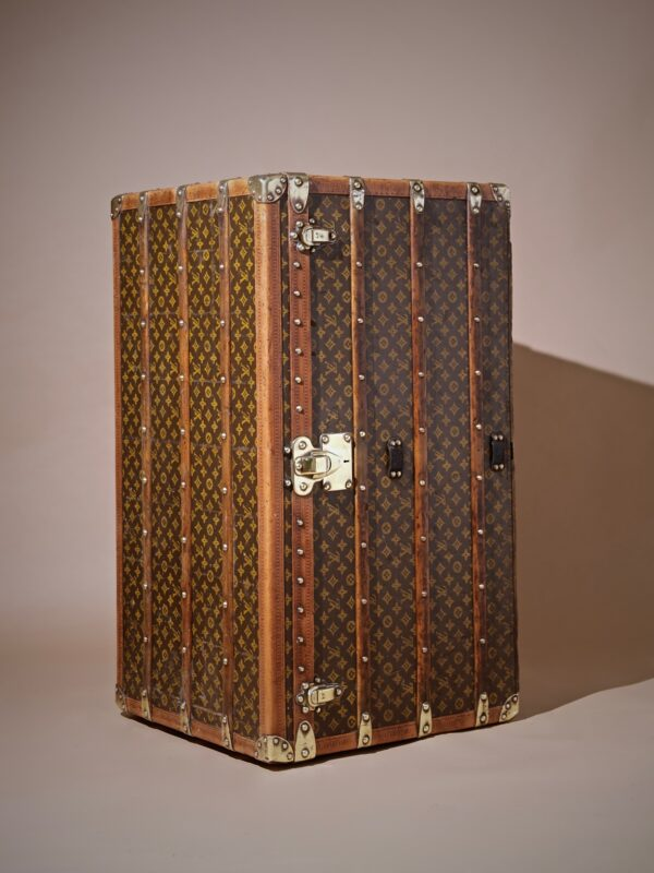 the-well-traveled-trunk-louis-vuitton-thumbnail-product-5726-7