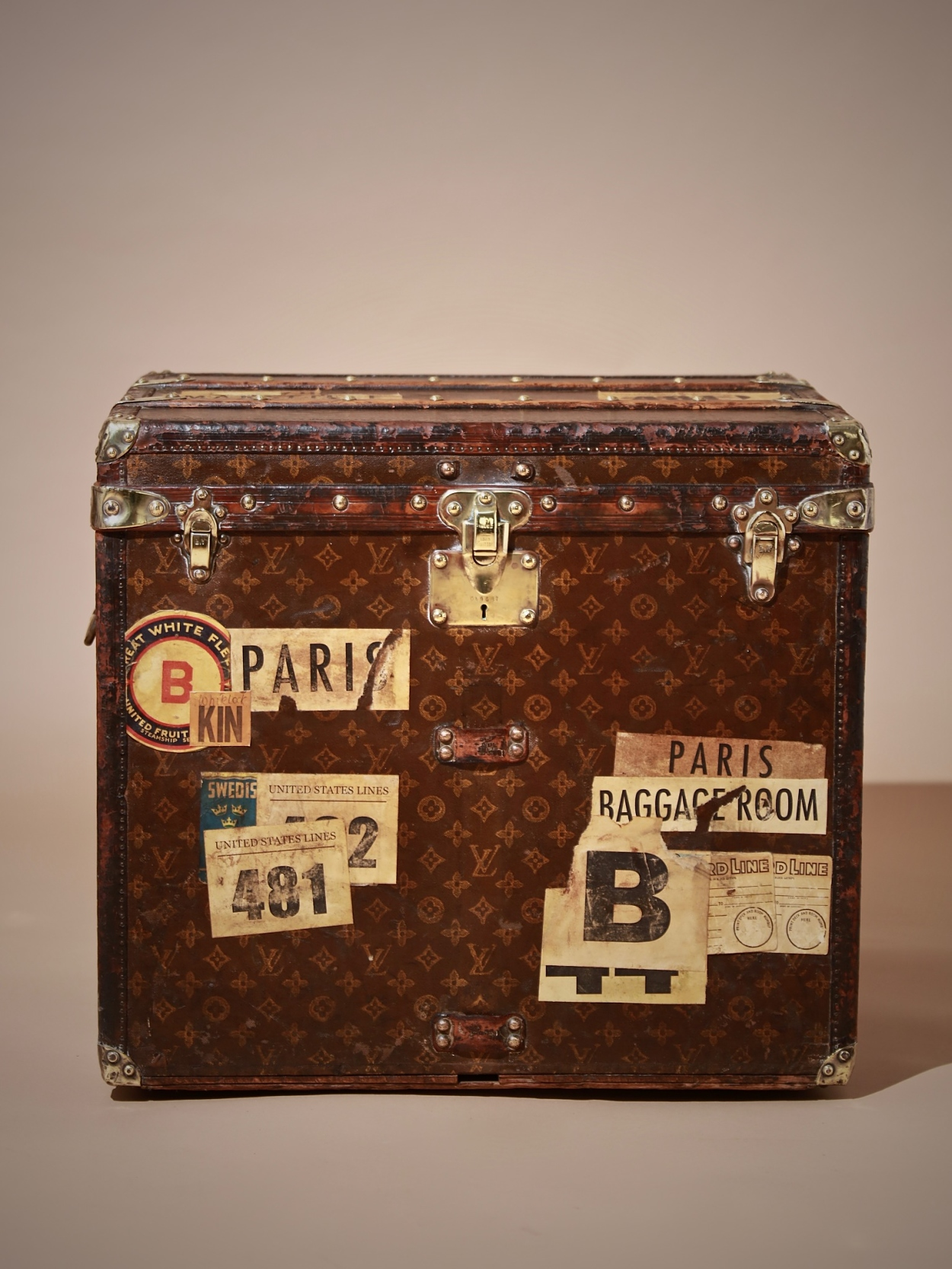 the-well-traveled-trunk-louis-vuitton-thumbnail-product-5728-1