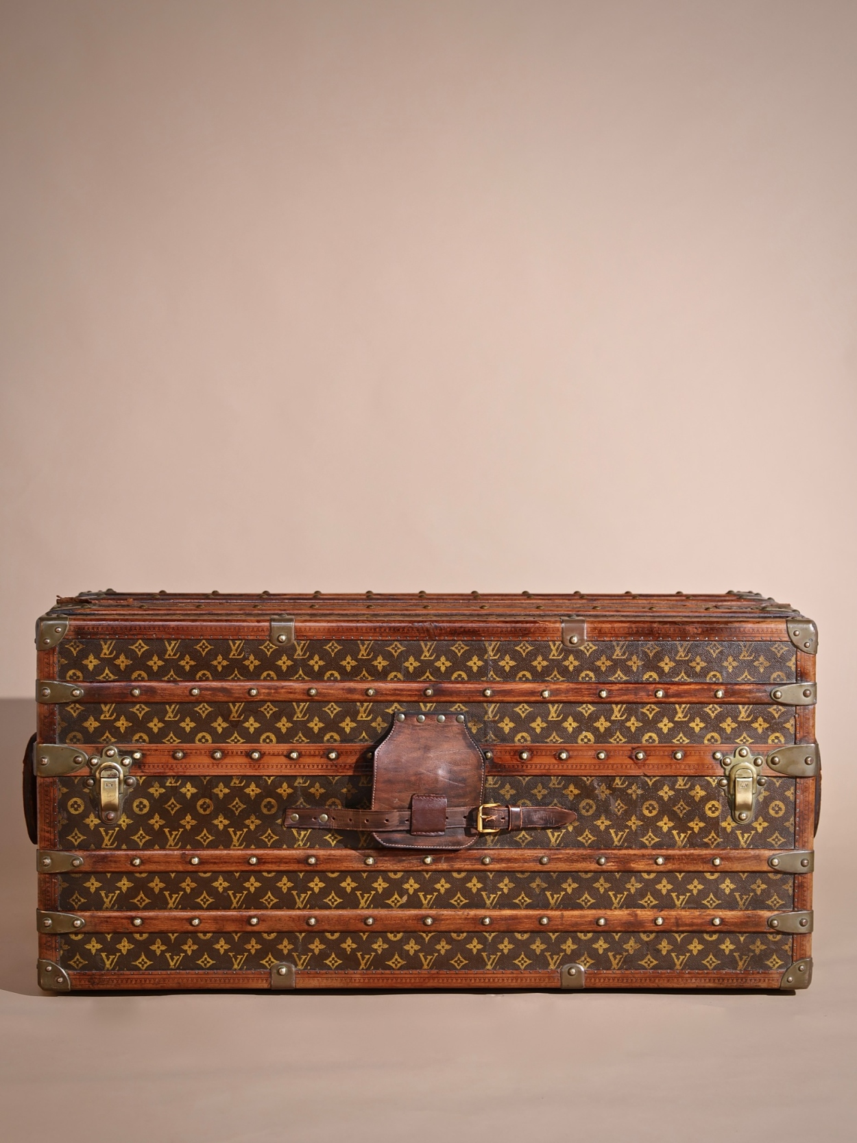 the-well-traveled-trunk-louis-vuitton-thumbnail-product-5734-1