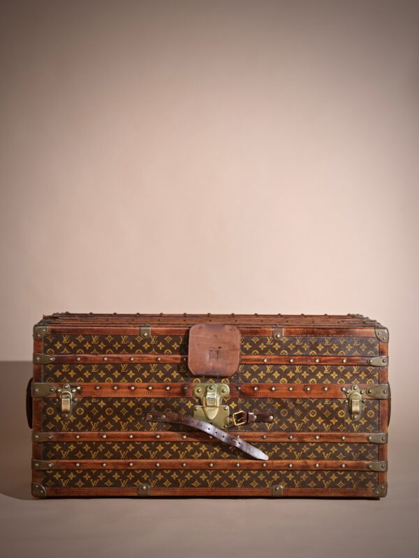 the-well-traveled-trunk-louis-vuitton-thumbnail-product-5734-2