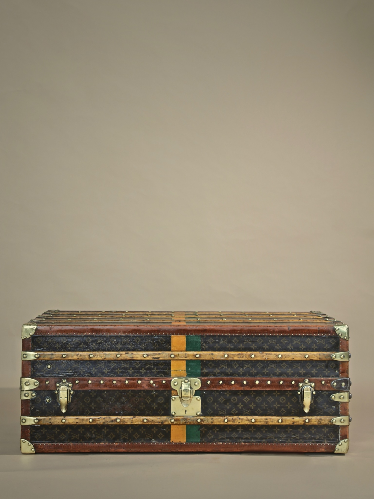 the-well-traveled-trunk-louis-vuitton-thumbnail-product-5737-1