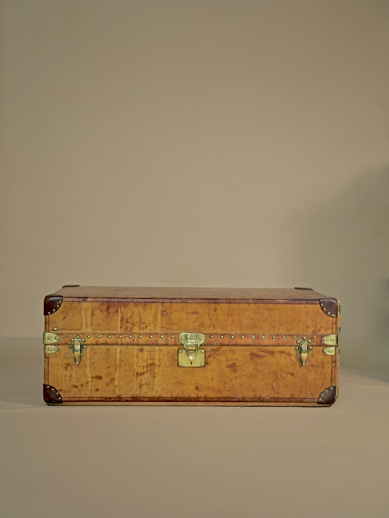 the-well-traveled-trunk-louis-vuitton-thumbnail-product-5738-1