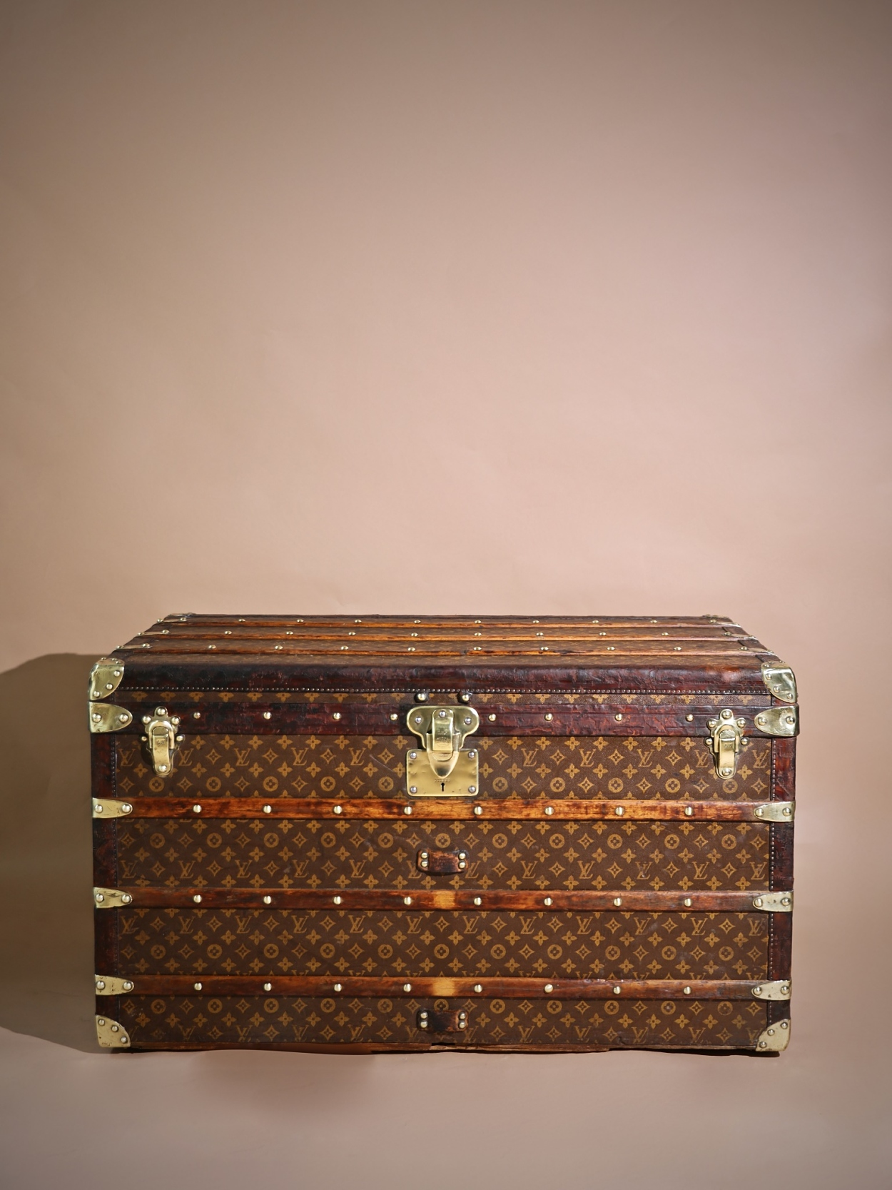 the-well-traveled-trunk-louis-vuitton-thumbnail-product-5739-1