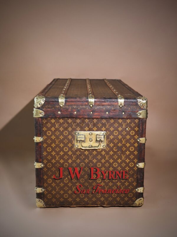 the-well-traveled-trunk-louis-vuitton-thumbnail-product-5739-3